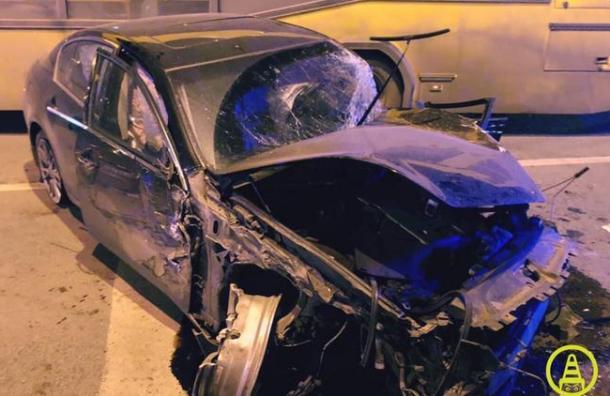 Водитель Infiniti пострадал вДТП савтобусом напроспекте Науки