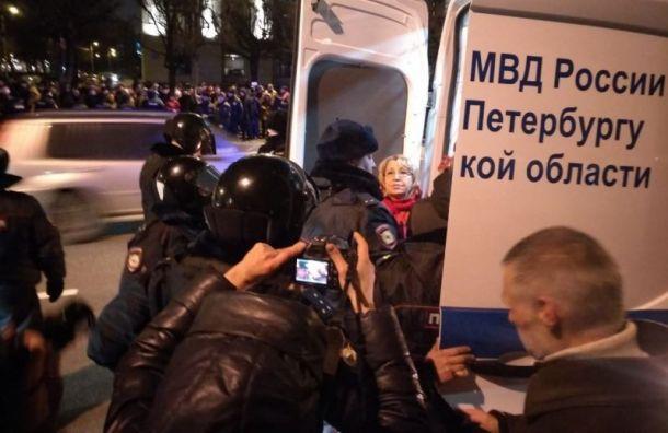 Задержанных у«Авроры» коммунистов отпускают без протоколов