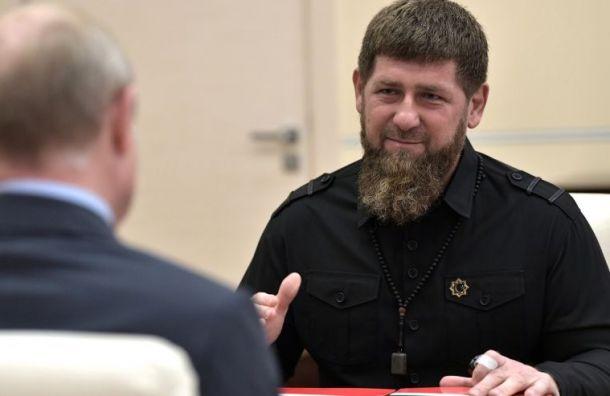 Кадыров поздравил россиян сДнем народного единства