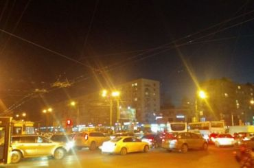 Транспортный коллапс случился наперекрестке Дыбенко иБольшевиков