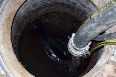 Эксперты проверят, сливалили ядовитое вещество вканализацию района Купчино