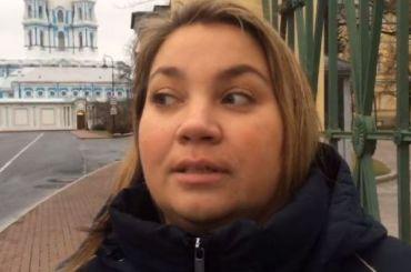 Депутат Краснова вышла кСмольному содиночным пикетом