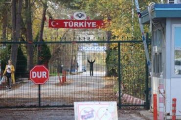 Боевик застрял нанейтральной территории между Грецией иТурцией