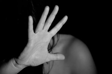 Рецидивист изнасиловал 18-летнюю девушку вСланцах