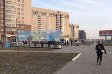 Едет Путин: вокруг памятника Гранину установили бронестекла