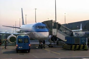 Самолета Embraer-190 загорелся ваэропорту Хабаровска