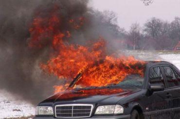 Mercedes загорелся вЦентральном районе