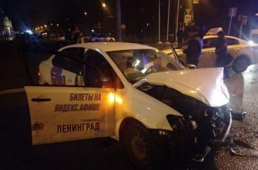 НаКантемировской после тройного ДТП пострадал человек