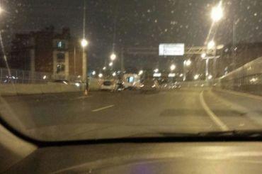 Такси влетело вограждение намосту Бетанкура