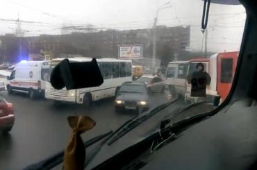 Водитель иномарки пострадал после ДТП смаршруткой наЛуначарского