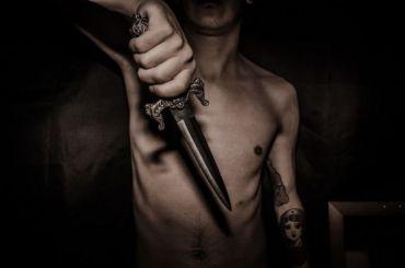 Мужчину ударили ножом вживот зазамечание ошуме