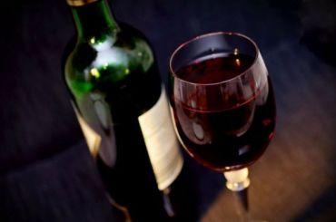 Депутаты предлагают разрешить рекламу вина российского производства