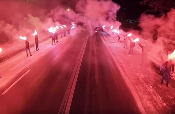 Фанаты «Зенита» встретили команду огненным файер-шоу