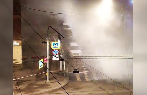 Жителям Колпина вернули горячую воду после прорыва трубы