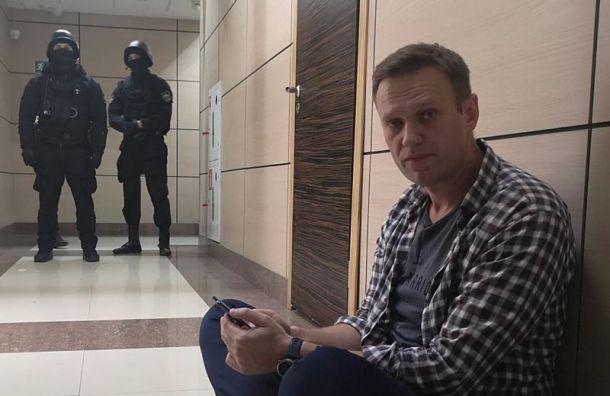 Навальный назвал причину обысков вФБК