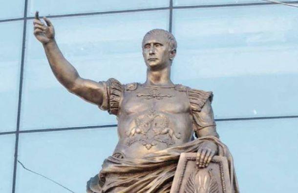 Статую римского императора слицом Путина обнаружили нафасадеТЦ Еvropa