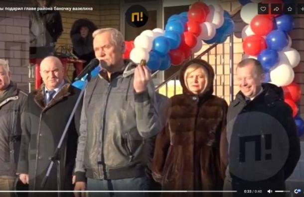 Депутат Госдумы вручил главе нижегородского района вазелин