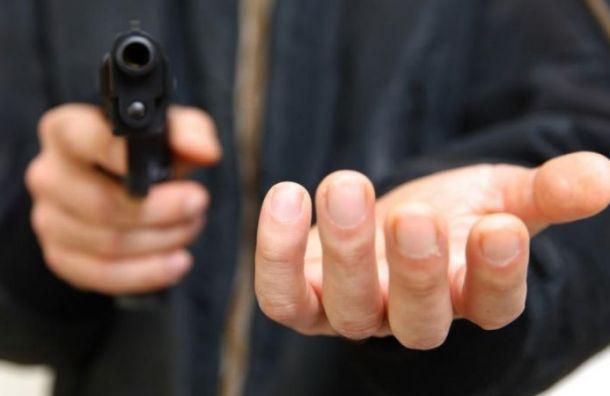 Женщина-продавец отбила нападение грабителя спистолетом наДибуновской