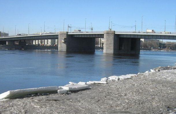 Мосты наНеве продолжат разводить после окончания сезона навигации
