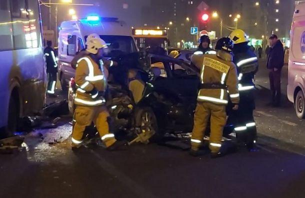 Массовое ДТП перекрыло дорогу наСавушкина