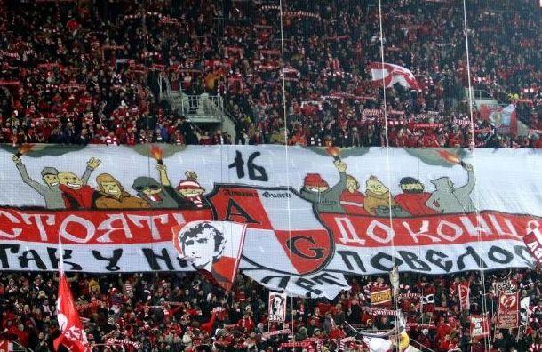 Еще 11 фанатов «Спартака» наказали заприставания кпетербуржцу