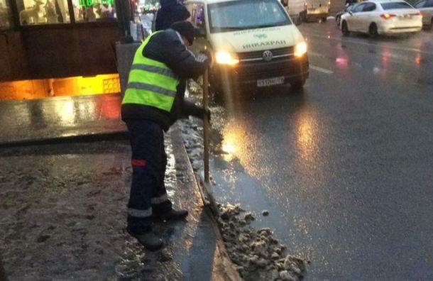 Дорожники Ленобласти очистили 7 тысяч километров трасс отмокрого снега