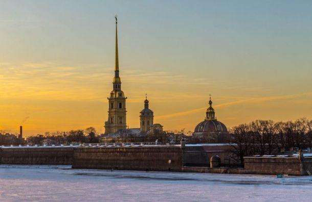 МЧС предупредило петербуржцев осильном ветре идождях 7декабря
