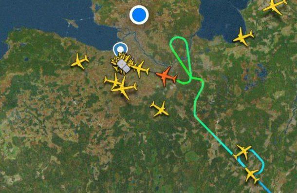 Самолеты кружат над аэропортом Пулково инемогут приземлиться