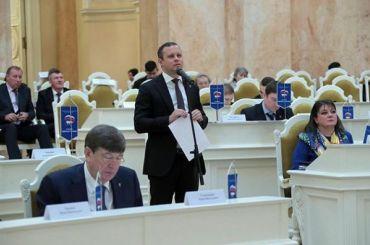 Депутаты ЗакСа хотят обязать глав районов отвечать насообщения жителей всоцсетях
