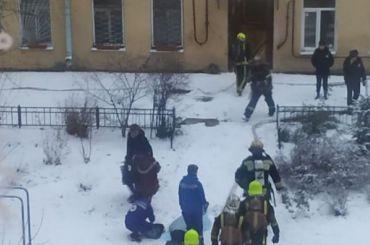 Квартира горит на14-й линии Васильевского острова