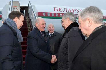 Лукашенко прилетел вПетербург