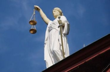 После выходных вПетербурге продолжили эвакуировать суды