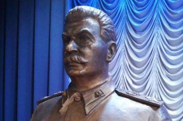 Коммунисты установили памятник Сталину вПетербурге