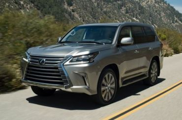 Упетербурженки угнали Lexus за6,5 млн рублей