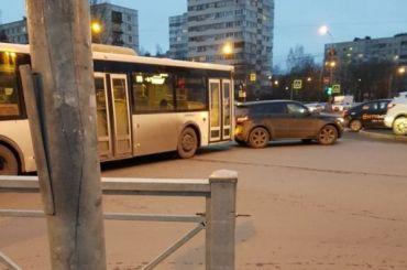 Автобус врезался виномарку наЛуначарского