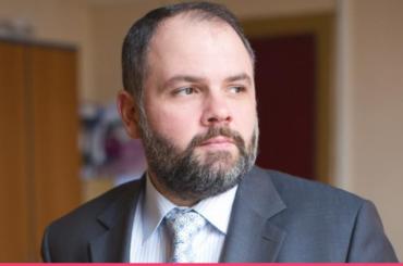 Глава комитета поинформатизации исвязи Чамара ушел изСмольного