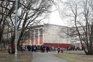 Петербургские школы эвакуируют из-за сообщений обомбе