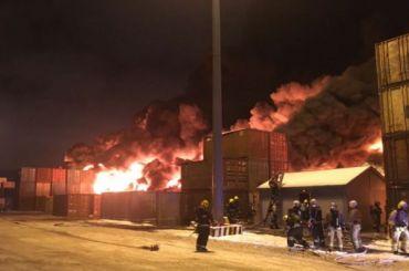 При пожаре наскладе вШушарах сгорело каучука на3 млн долларов