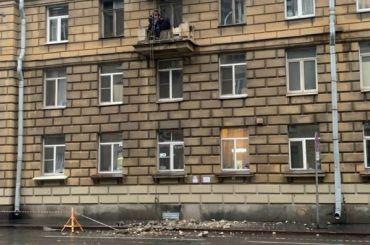 Часть балкона обрушилась наГаванской улице
