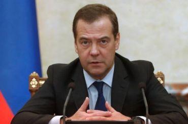 Медведев оЗеленском: Ему нужно противостоять оголтелому национализму