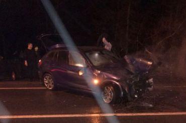 Автомобиль влетел вдерево иперевернулся наПриморском шоссе