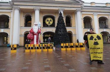«Гринпис» создал вПетербурге инсталляцию против ввоза «урановых хвостов»