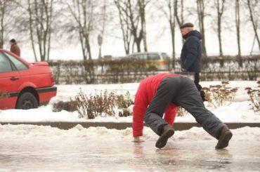 Девять петербуржцев получили травмы 2декабря из-за гололеда