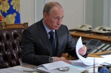 Путин разрешил использовать свастику в целях просвещения