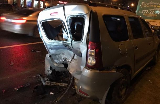 Заснувший водитель свнучкой попал ваварию наАвиаконструкторов