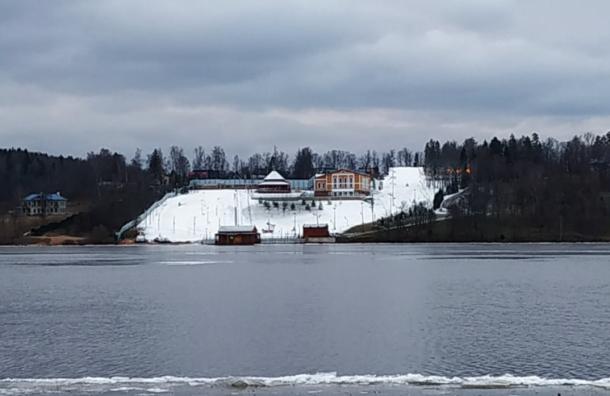 Снега нет, новыдержитесь: врезиденции Медведева лежит снег