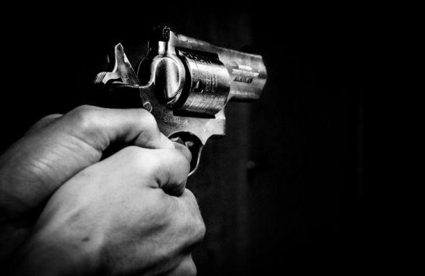 Неизвестный выстрелил вмашину курьера наЛенинском проспекте