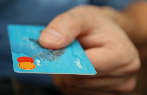 Россияне начали активнее использовать банковские карты вначале января