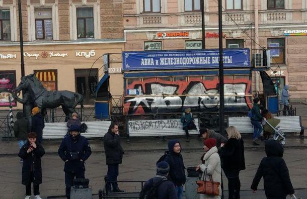 Власти отмыли памятник конке отграффити