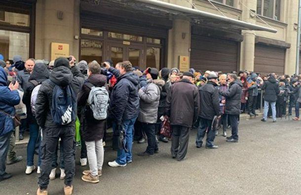 Сотня москвичей собралась уадминистрации президента